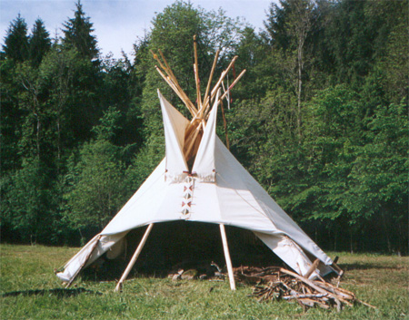 comment faire un tipi diy teepee play tent tutorial by. Black Bedroom Furniture Sets. Home Design Ideas